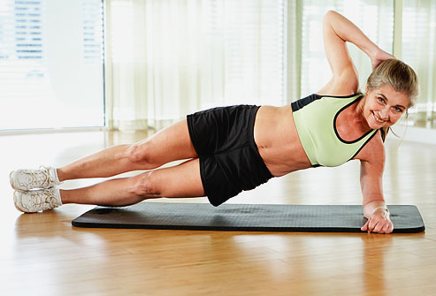 Alternez gainage ventral et latéral pour une action complète sur l'ensemble de la zone du ventre.