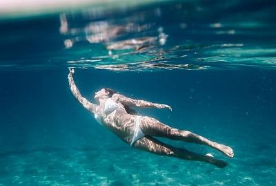 La natation est un excellent exercice pour maigrir des cuisses.
